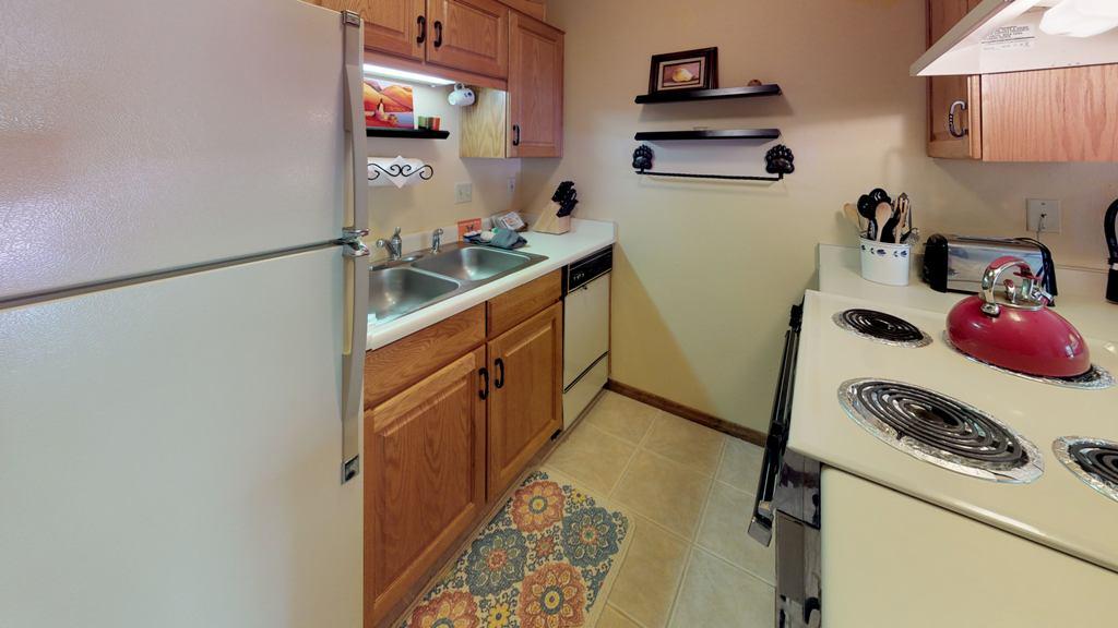 kFCHxYqsgRg-Kitchen.jpg