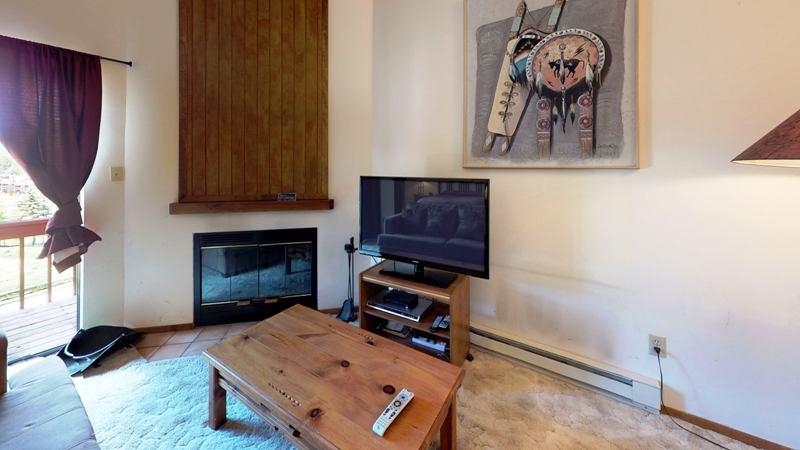 GtVhFCfofuj-Living_Room.jpg