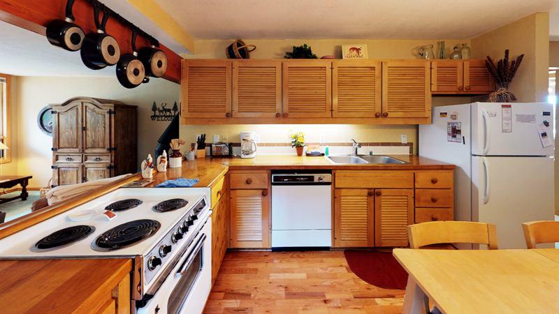 78CVBhDZLvb-Kitchen.jpg