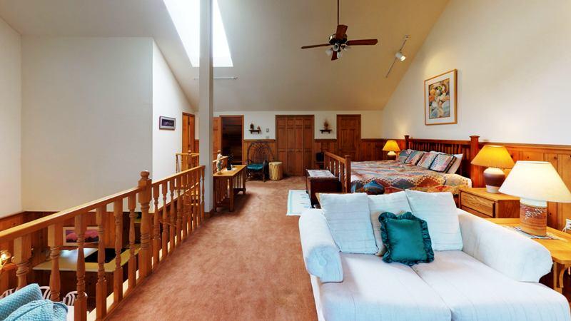 85b6wUpSP8k-Living_Room.jpg