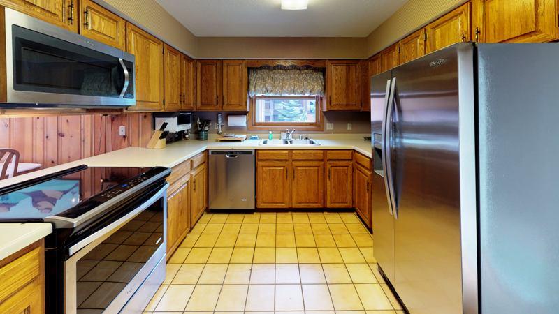 B5VSM8XxwAG-Kitchen.jpg