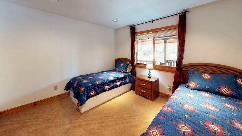 twin room3.jpg