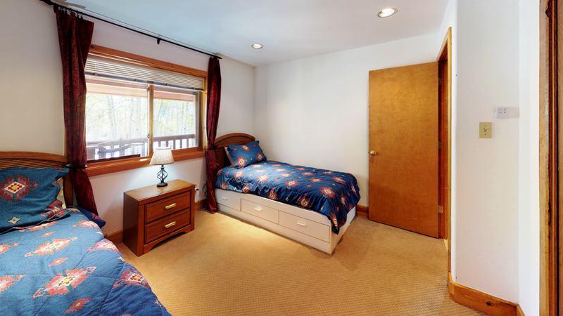 twin room4.jpg