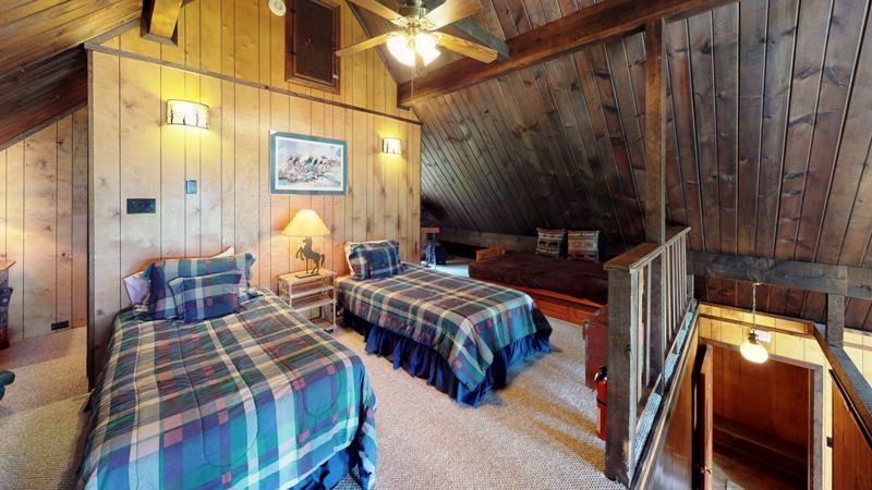g4tjyTFaEWX-Bedroom.jpg