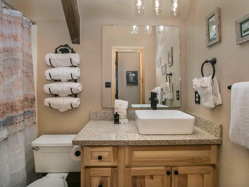 Loft Bath.jpg