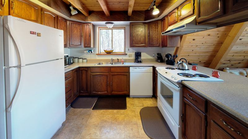 Wh76bKDwBGs-Kitchen.jpg