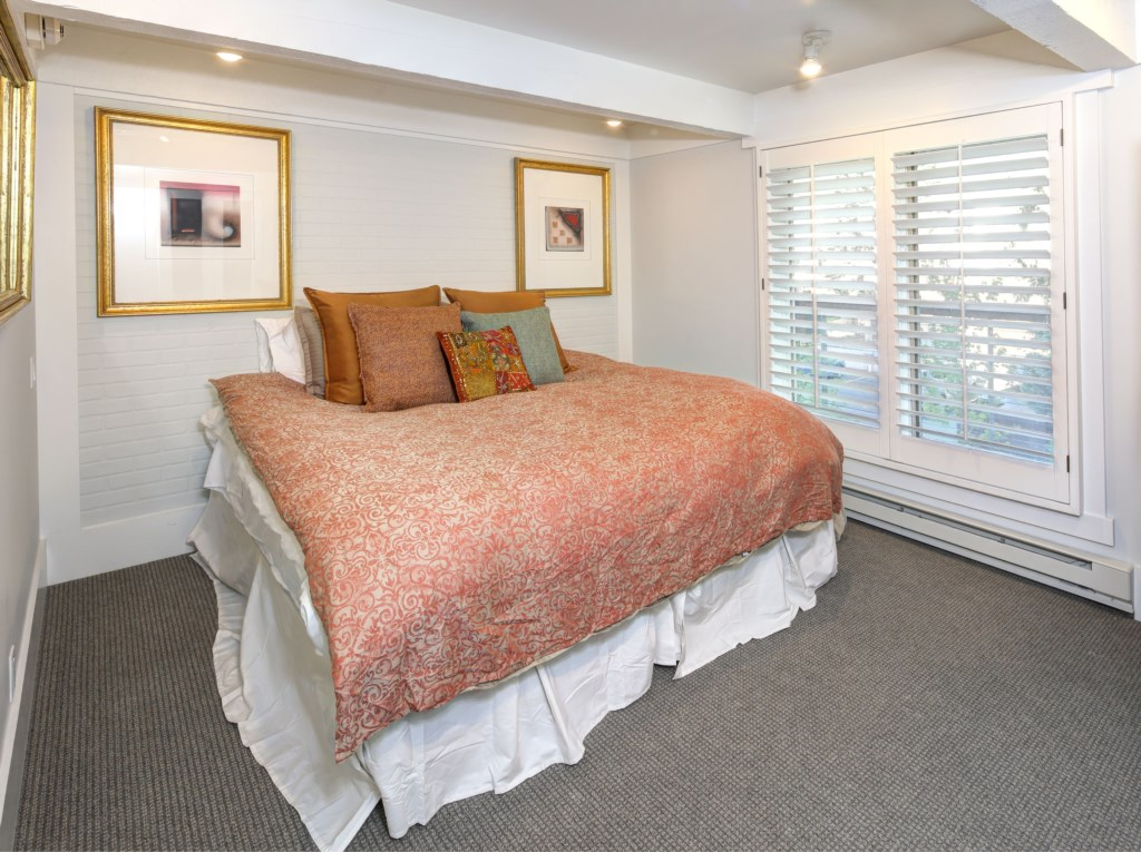 Guest Room can be split king or twins