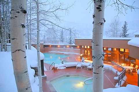 Pool and Hot Tub and Club House Winter