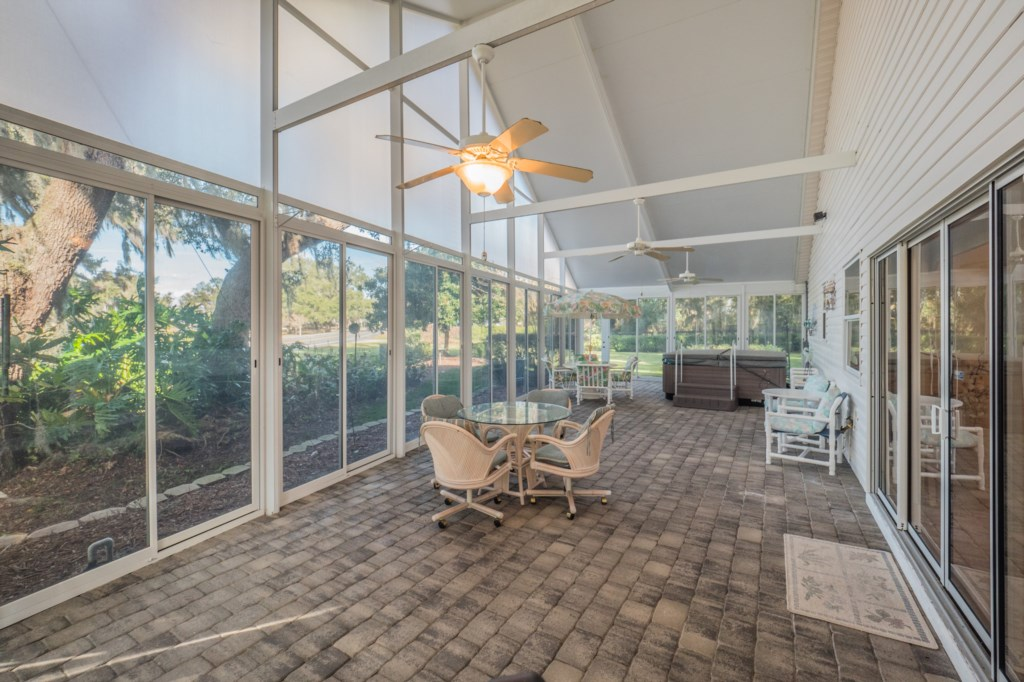 Screened Side Patio-Spa NOT included