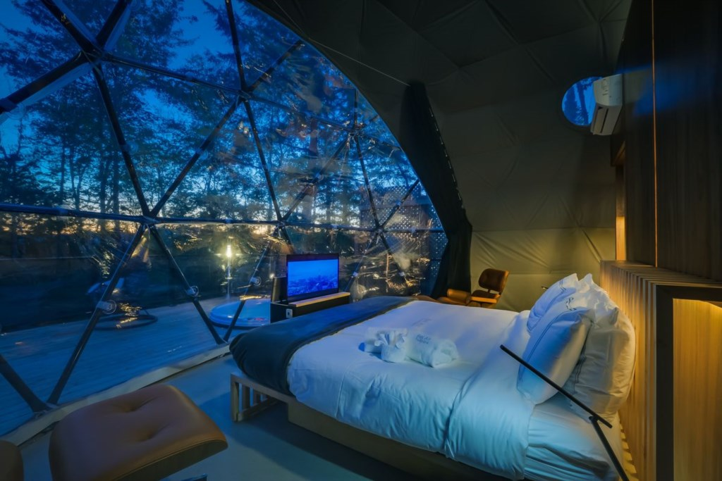 Mezzanine Dome - <strong>sleeps 4</strong>