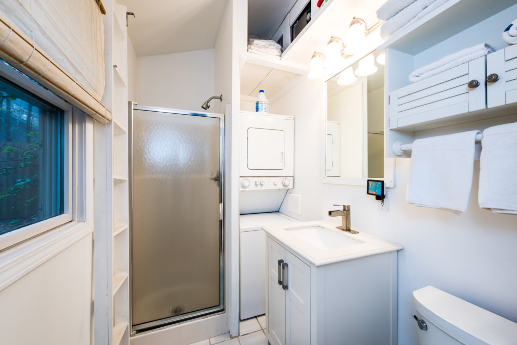 Full bathroom with washer/dryer