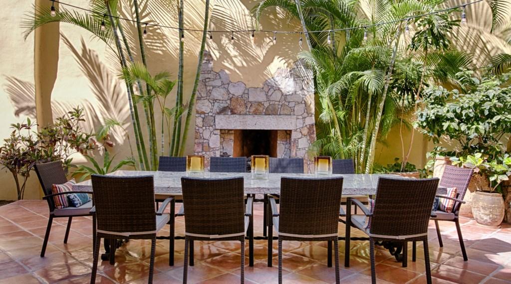 HaciendaVilla3_Outdoor_Dining.jpg