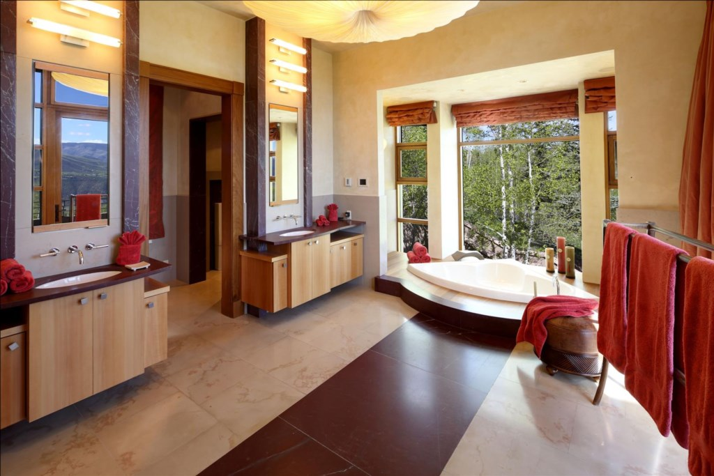 Master Bedroom Bath (Hers)