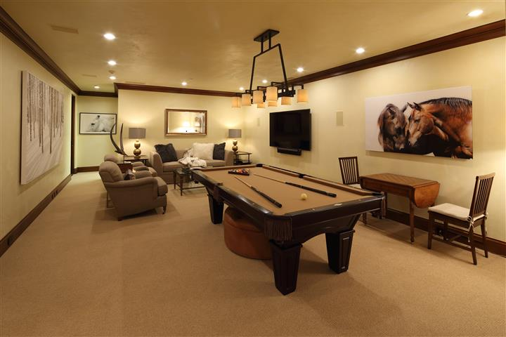 Rec Area with Pool Table