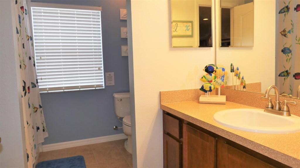 23_Bathroom_0721.jpg