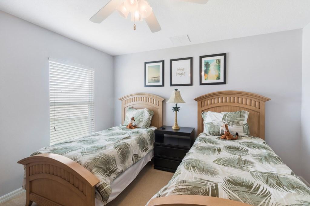24_Twin_Bedroom_0721.jpg