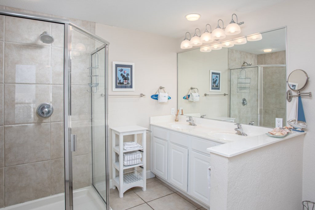 Large shower and dual vanities