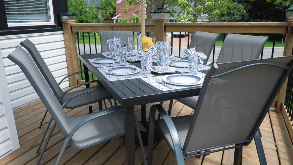 Outdoor Dining - Hullcrest Cottage - Niagara-on-the-Lake