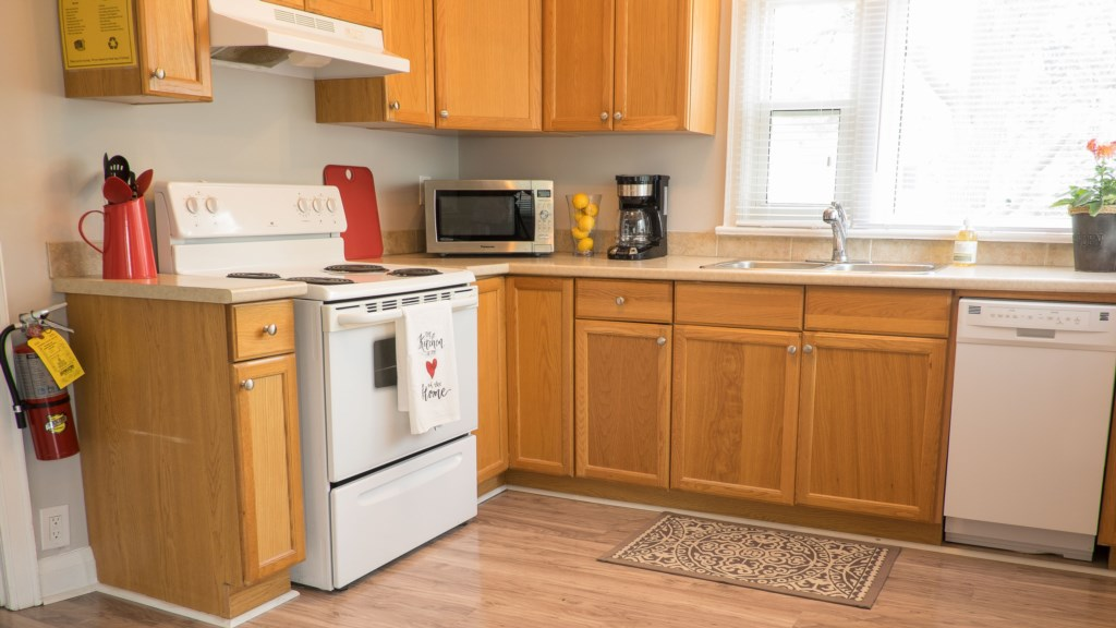 Full Kitchen - Hullcrest Cottage - Niagara-on-the-Lake