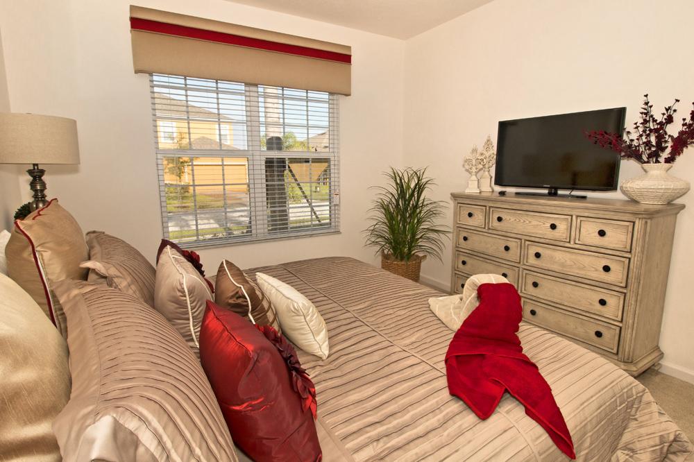 14_King_Bedroom_0721.jpg
