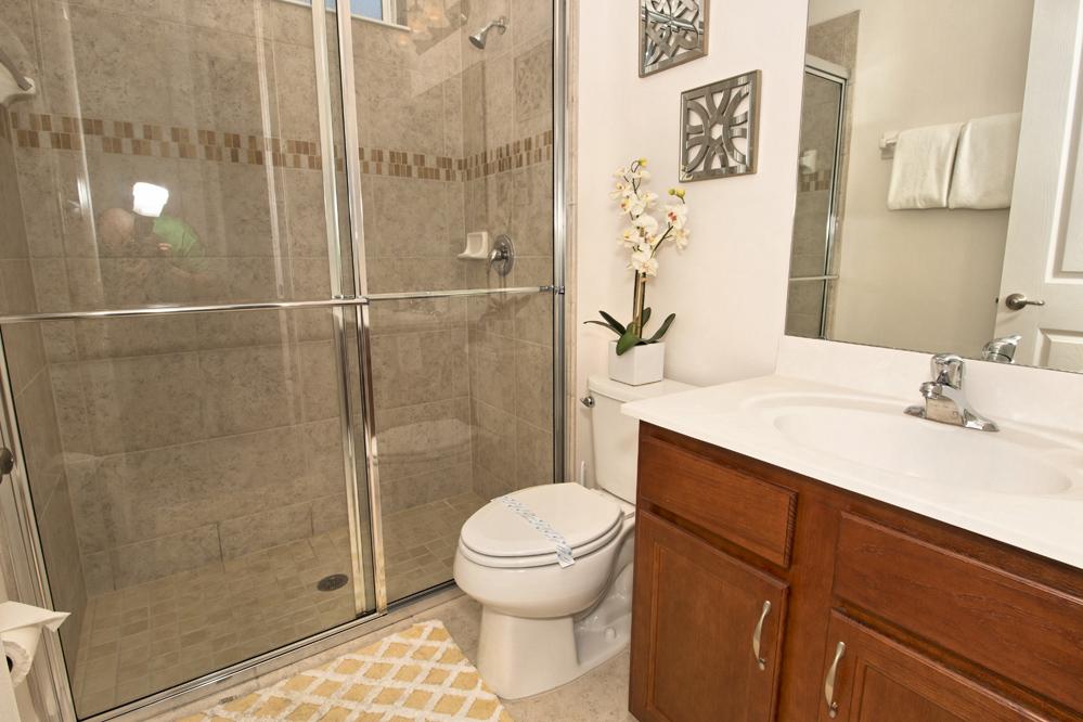 18_Bathroom_0721.jpg