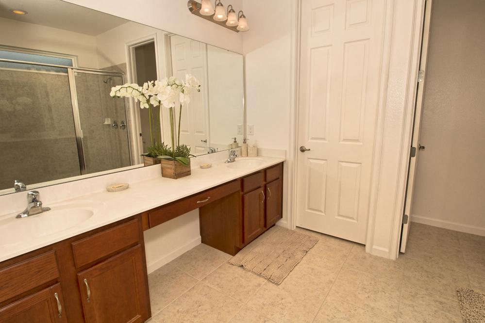 24_Bathroom_0721.jpg