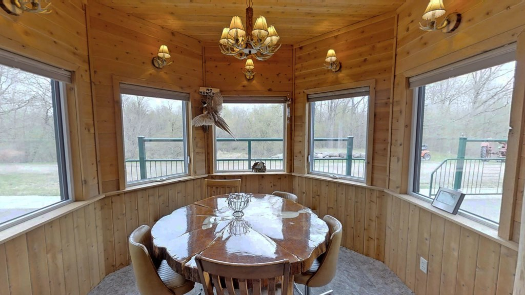 comfortable-dining-room