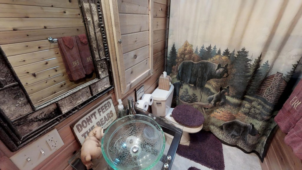 woodsy-bathroom