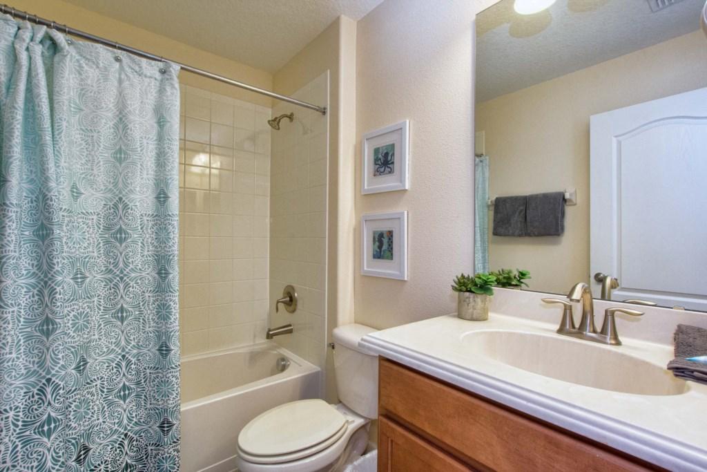 23-Bathroom6.jpg