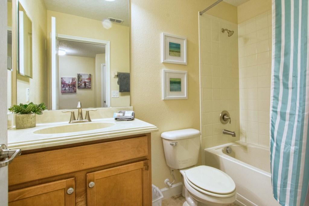 29-Bathroom7 (1).jpg