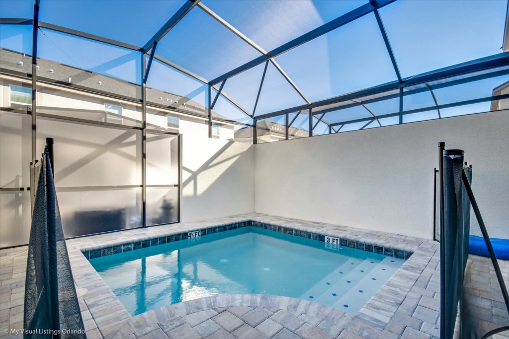 Private Pool with Privacy Screen between units