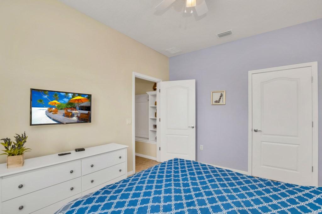9045RhodesSt,WindsoratWestside bed1-1.jpg