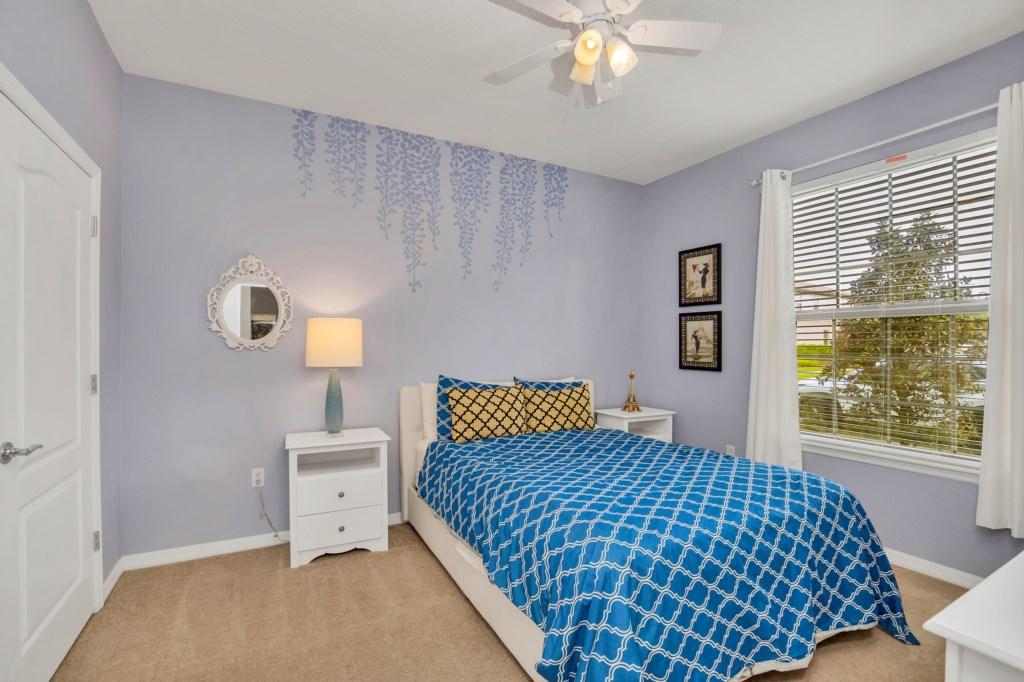 9045RhodesSt,WindsoratWestside bed1.jpg