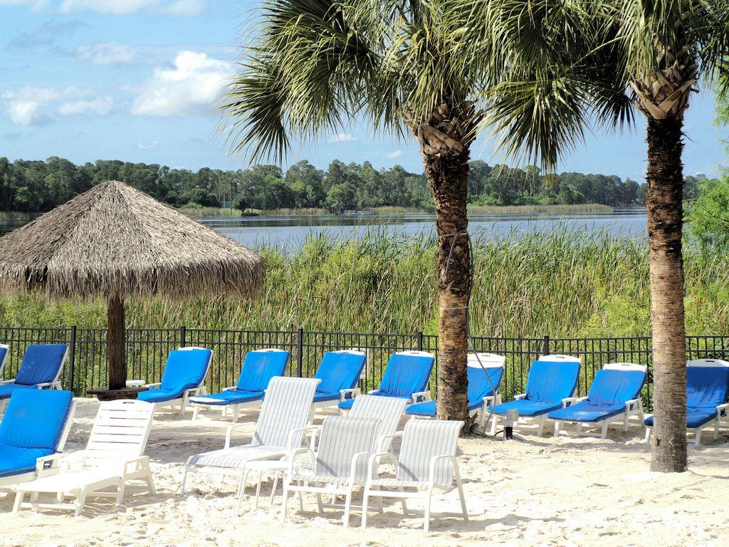 611Lucaya beacharea1.jpg