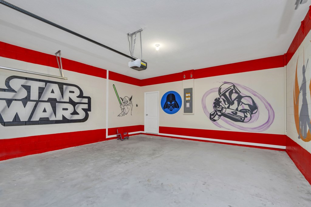 4341AcornCt garage.jpg