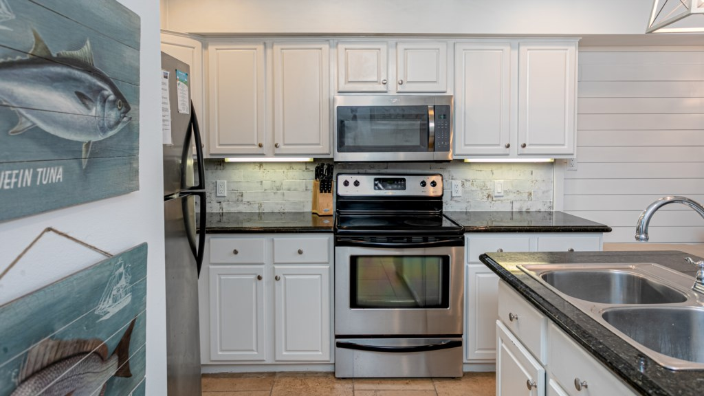 Fully equipped kitchen with a regular coffee maker