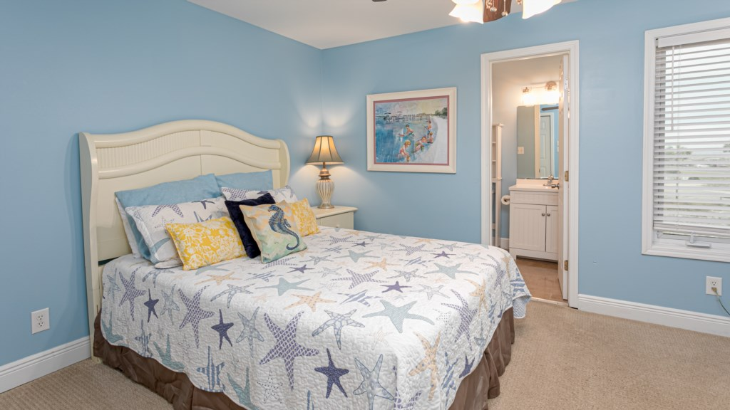 Second bedroom with queen bed