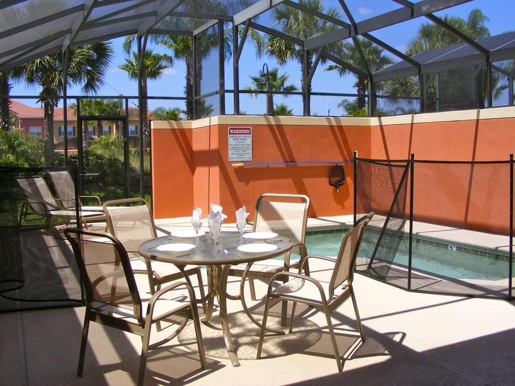 Private screened-in pool & patio