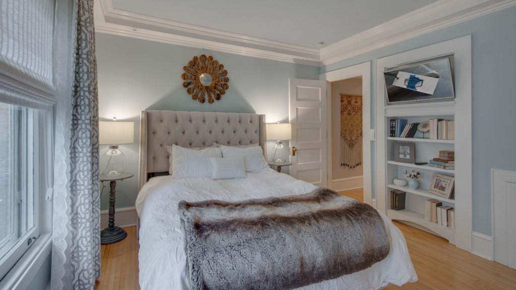 12 master-bedroom.jpg