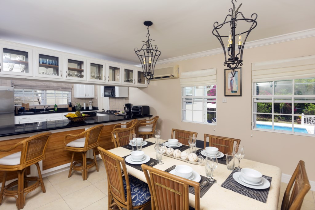 Open concept dining and kitchen, looks out to the panoramic views.