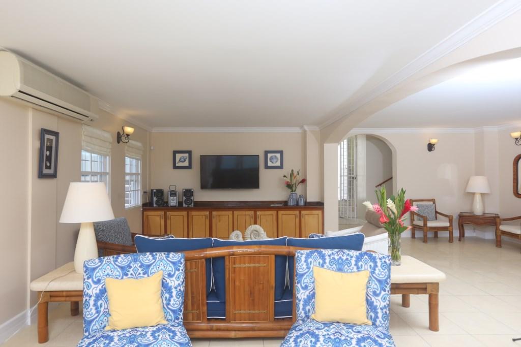 Airy living room with Google Chromecast TV & Sound