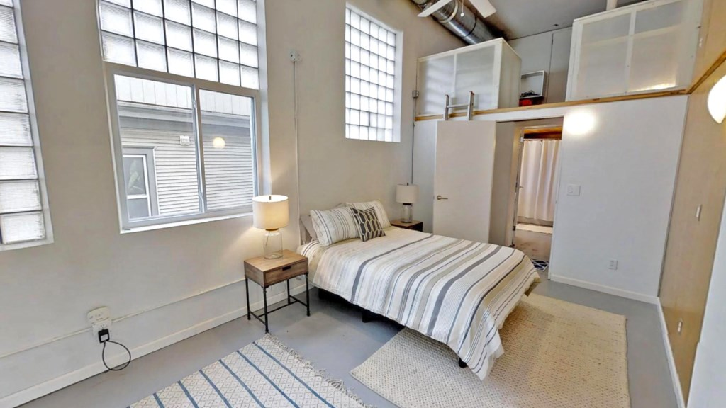 bedroom-with loft.jpg
