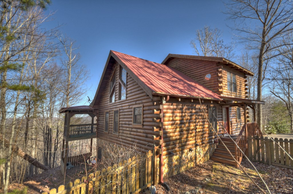 Stunning cabin minutes from Historic Downtown Blue Ridge