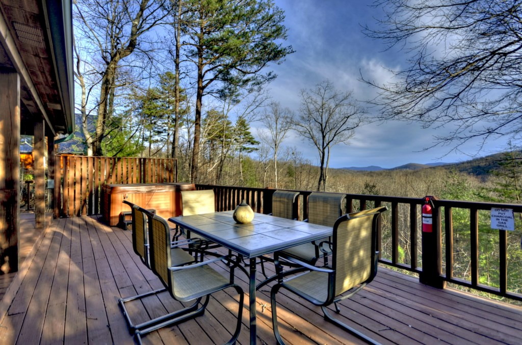 Perfect outdoor Dining to enjoy family meals