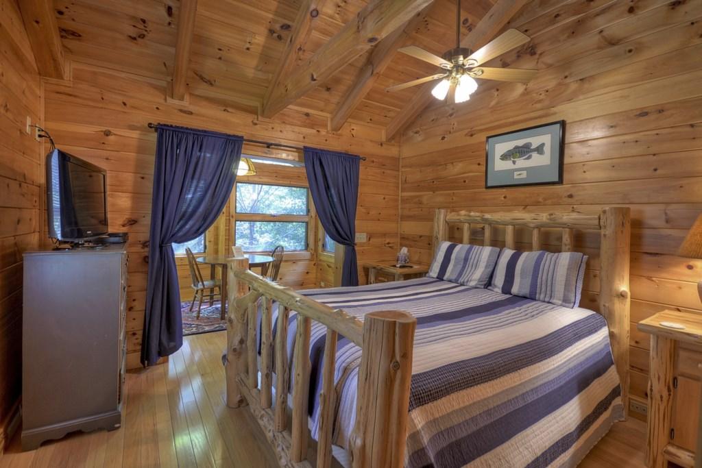 Loft level Queen size Bedroom