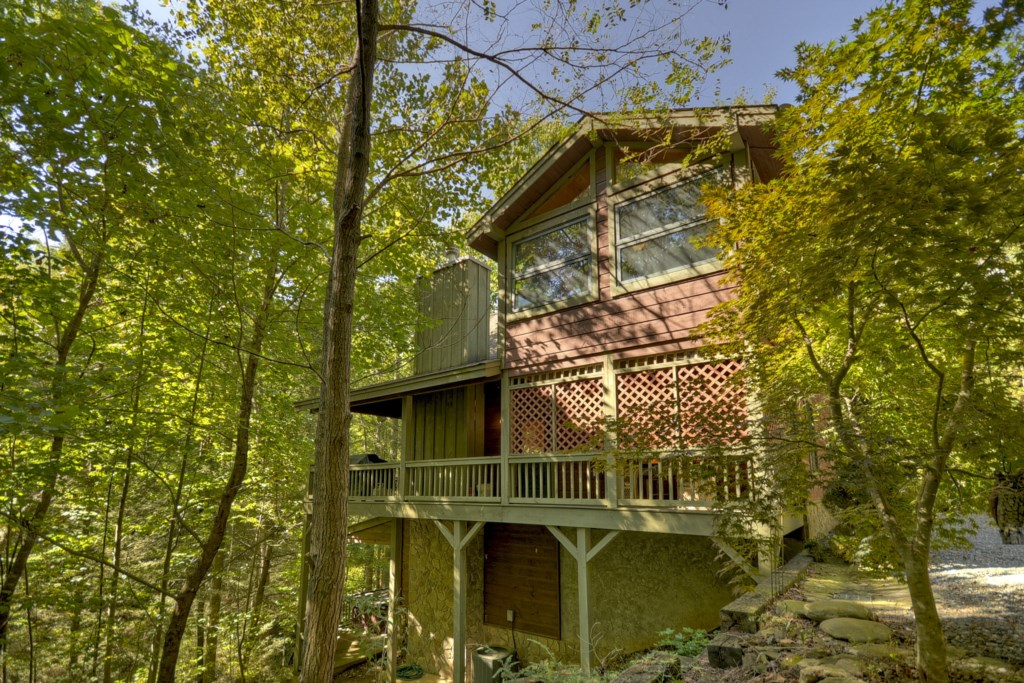 'Great location and the cabin was clean and cute' - Review Kaitlin