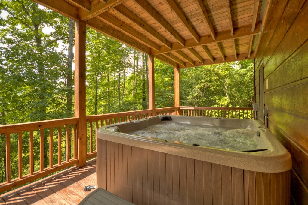 Enjoy a soak in Aska La Vista`s relaxing hot tub