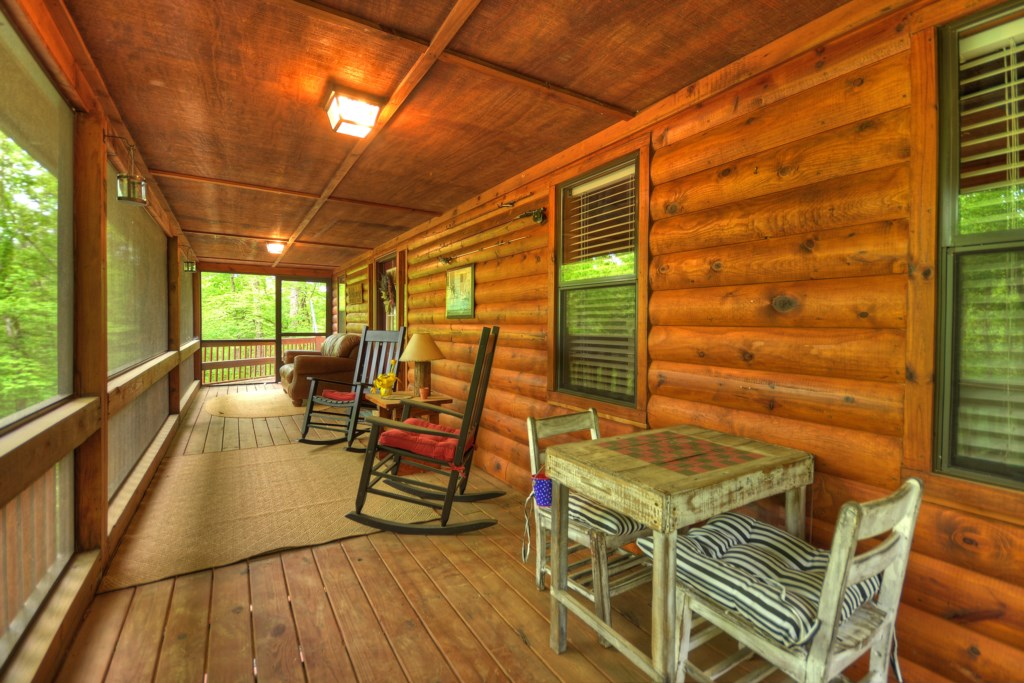 'The rain sounds amazing on the porch of the cabin' - Review Rebekah