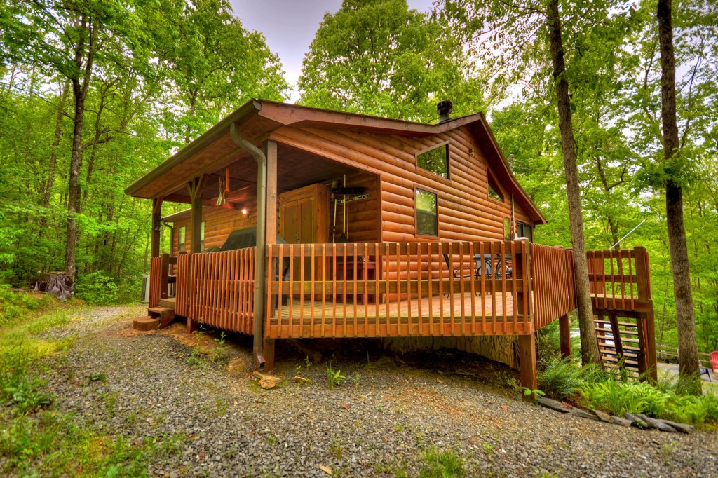 'I highly recommend this cabin for your next getaway with family or friends' - Review Hillery