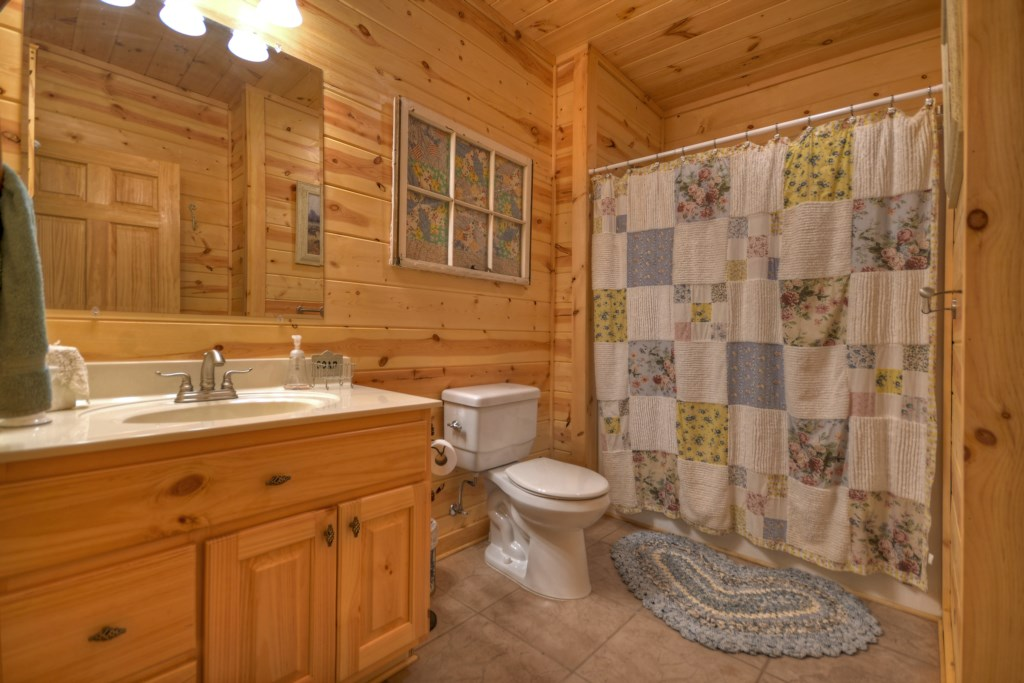 Terrace level Mater Bathroom